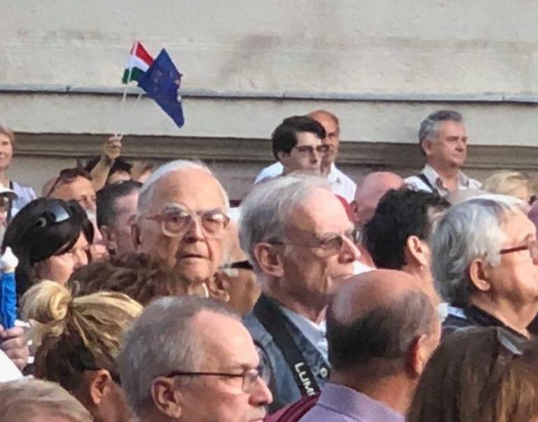 """Folytatódik a """"permanens forradalom"""" a Kossuth téren"""