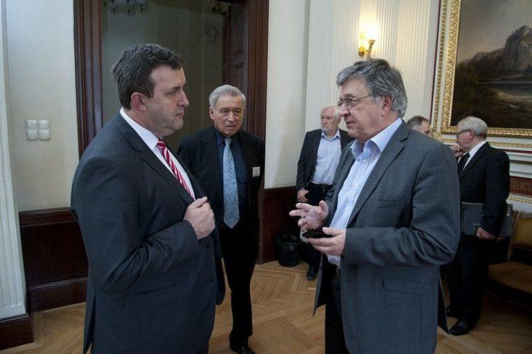 Lázadnak a tudósok a Lovász-Palkovics-paktum ellen
