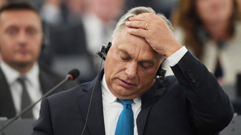 Ismét kilépéssel fenyeget Orbán – szabálytalanul