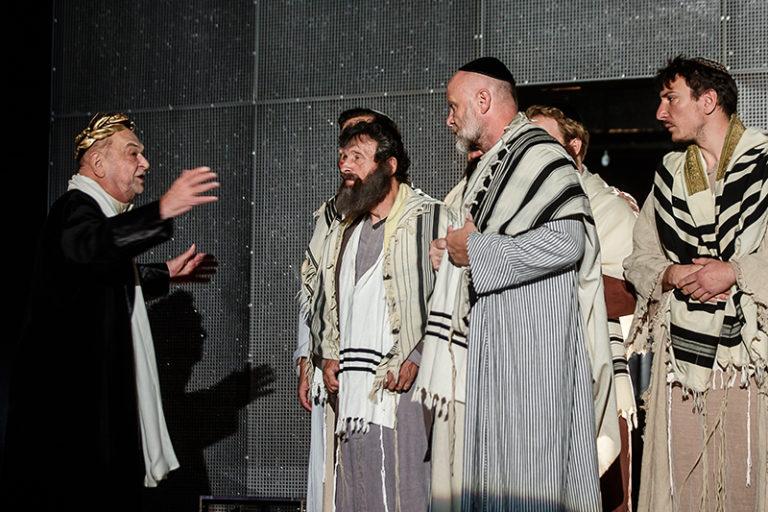 A helytartó és a zsidó főpap