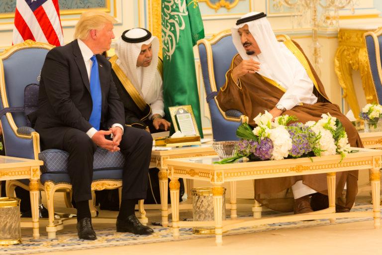 Trump: Szaúd-Arábia királya két hétig sem tartaná magát nélkülünk