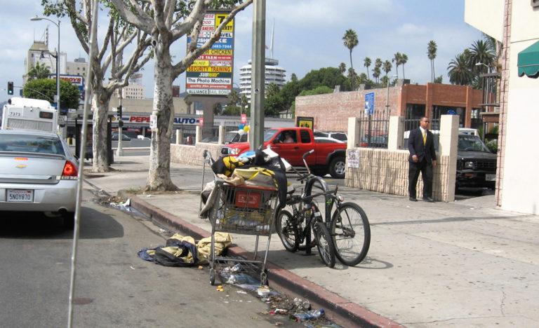 Hajléktalanság vs. utcán élés