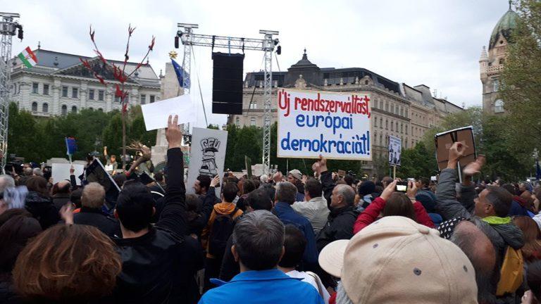 Hamvadó tüntetések: a kormányra várva?