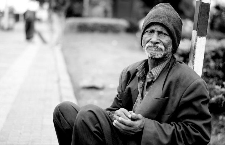 A hajléktalanságról beszélgetnek ma a Tilos Rádióban