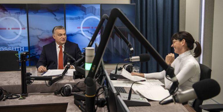 Meglepően kemény kérdésekkel izzasztották meg Orbánt a közrádióban