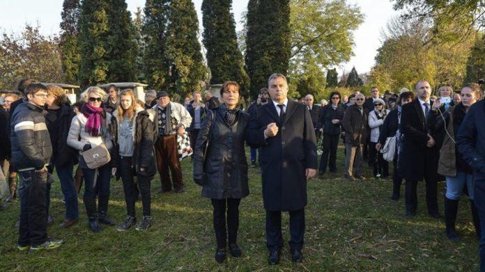 Orbán a temetésen