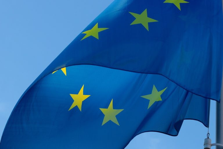 Az EU csöndben betolt egy kalap pénzt hozzánk