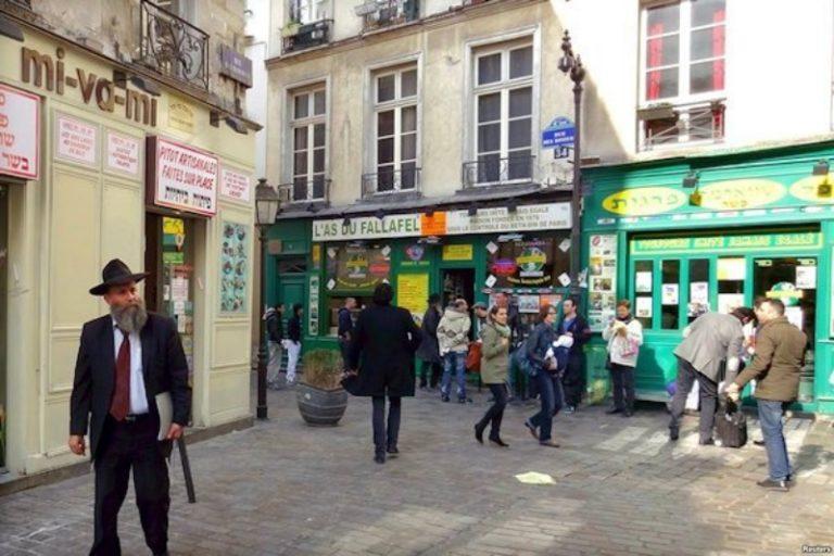 Kivándorlásra buzdítja a francia zsidókat a diaszpóra miniszter Izraelben