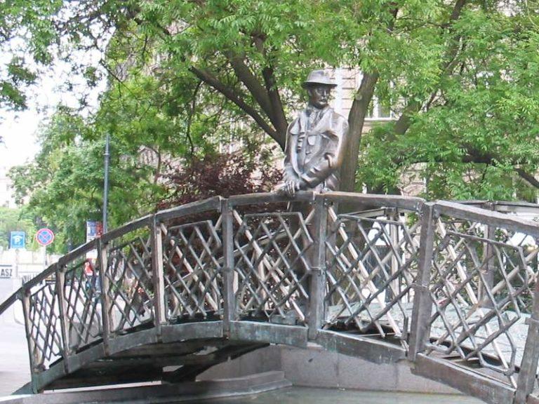 Éjszaka suttyomban bontották Nagy Imre szobrát