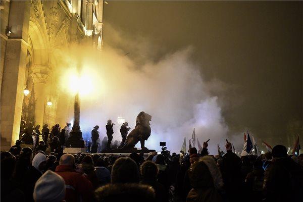 demonstráció, tüntetés