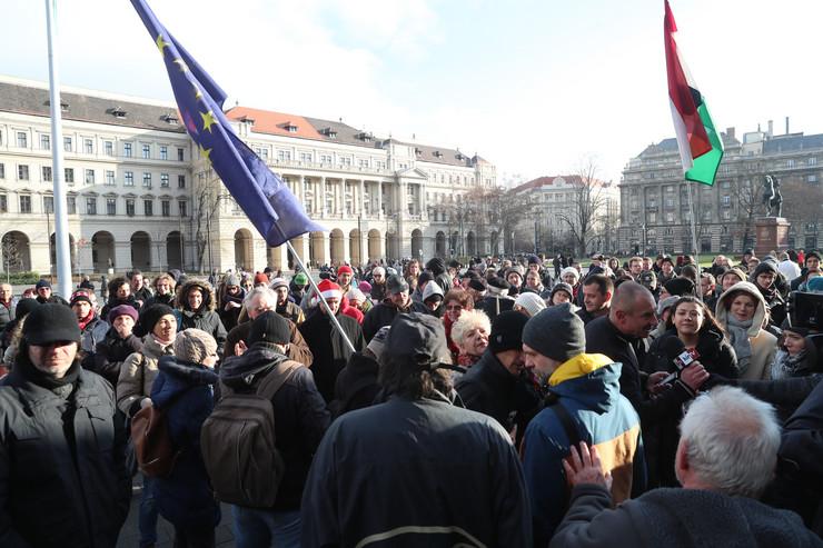 Bréking: Élő közvetítés – a tüntetők elfoglalták a Margit-hidat, majd irány az Oktogon…
