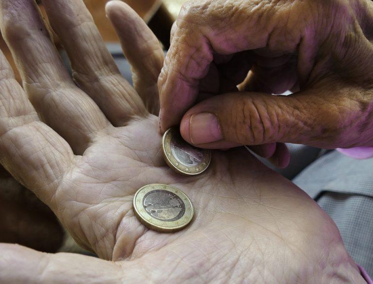 Szarnak, bajnak nincs gazdája – ki követi meg a nyugdíjasokat?