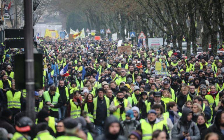 Hála a sárga mellényeseknek Macron megnyerheti az európai választást