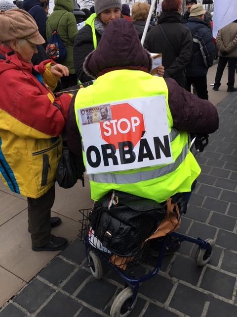 A mai tüntetések képekben