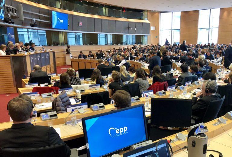 Felfüggesztették a Fidesz tagságát az EPP-ben
