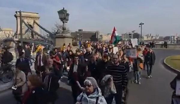 Az Akadémia függetlenségéért tüntetnek – videó