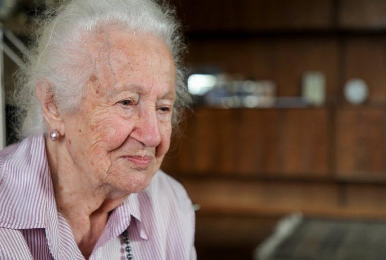 Aktivisták terjesztik a holokauszt túlélők visszaemlékezéseit az iskolákban