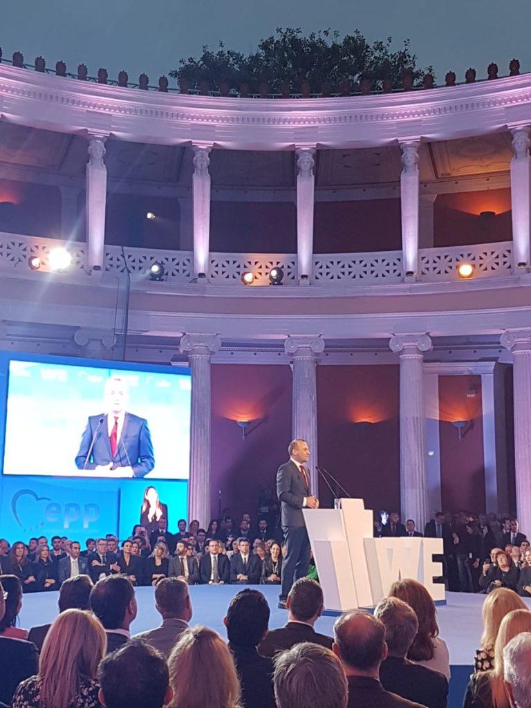 Programmal üzent Orbánnak Manfred Weber