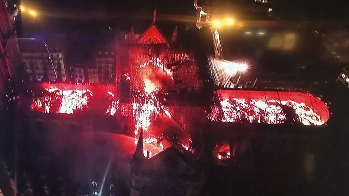 Leégett a párizsi Notre-Dame – videó