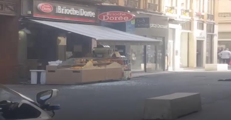 Szöges bombát robbantottak Lyonban, sok a sérült