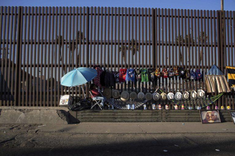 Büntető-vám Mexikónak a migránsok miatt