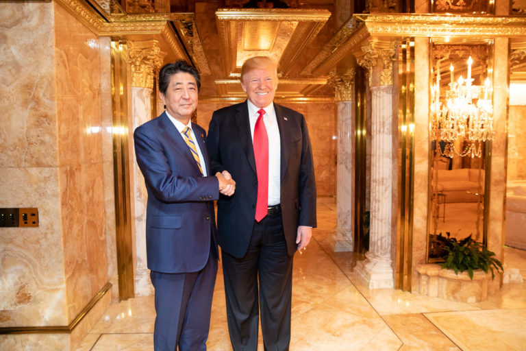 Trump fütyül Japánra