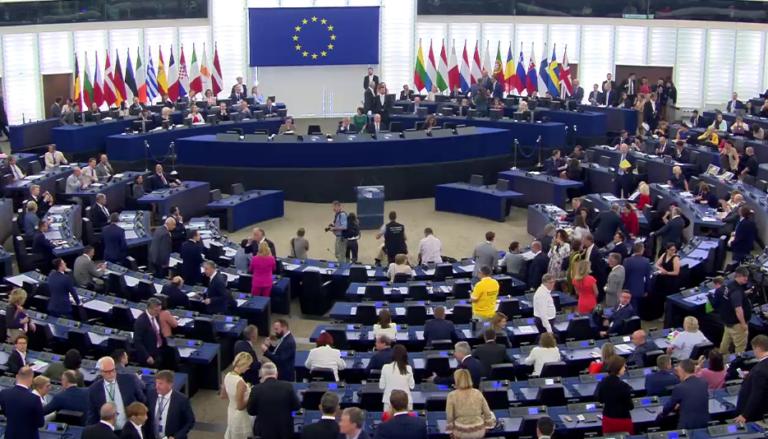 A brüsszeli bizottság bírósághoz fordul a lengyel jogi reform miatt