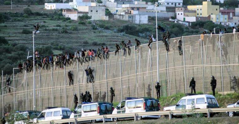 Illegális migránsokat sem lehet fogva tartani
