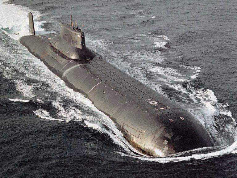 Nukleáris fegyverekkel felszerelhető tengeralattjárót szemlélt meg Kim Dzsong un