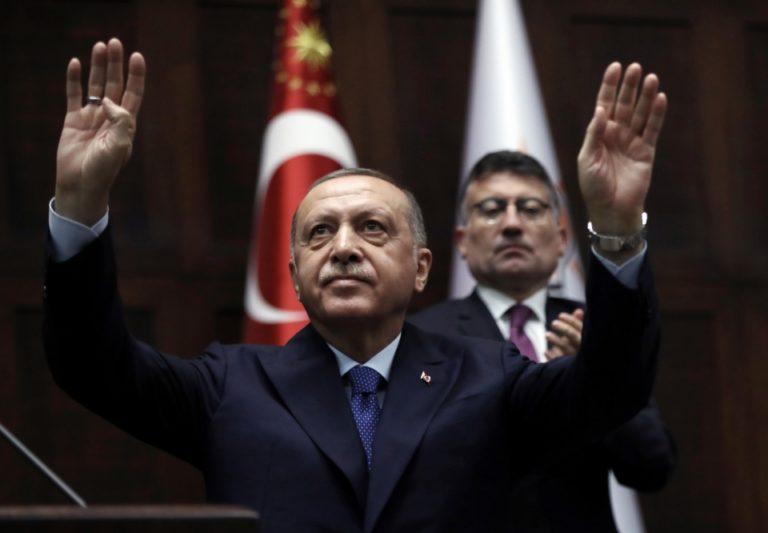 Erdogan tiltott fegyvereket is bevet a kurdok ellen