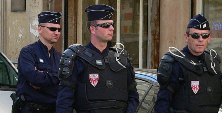 Hét rendőrt leszereltek