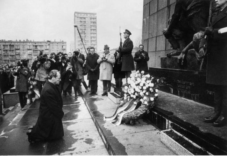 Merkel Auschwitzba látogat