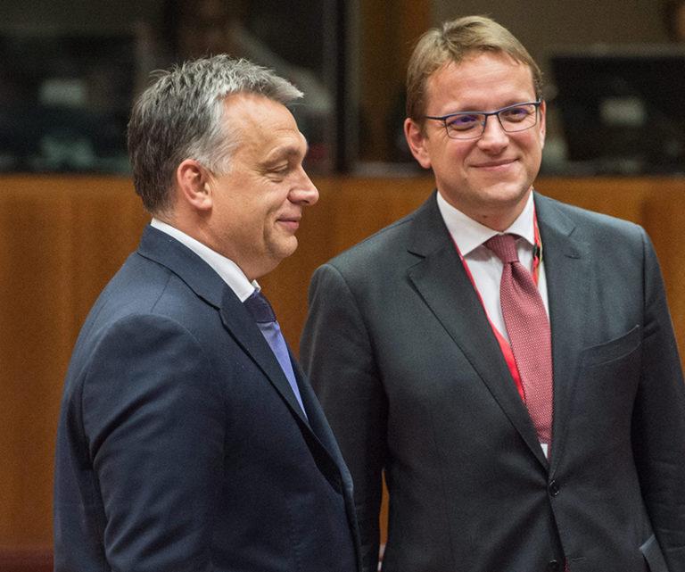 Elhatárolódott Orbántól Várhelyi Olivér?