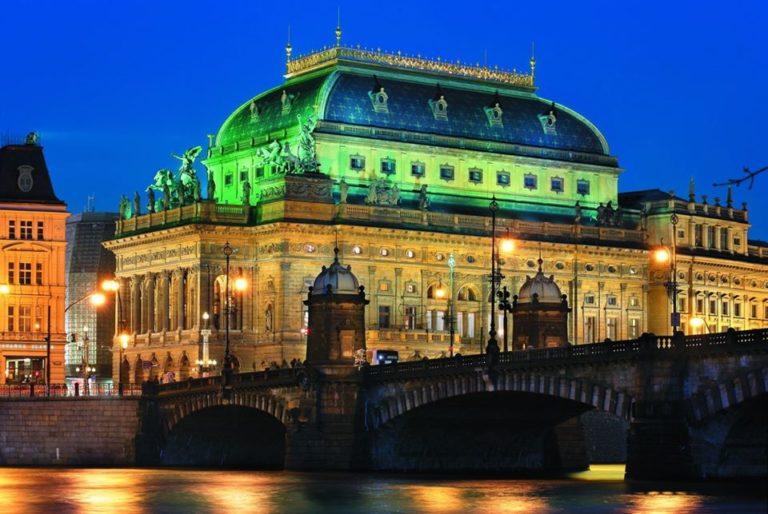 Prága szolidáris a magyar színházzal