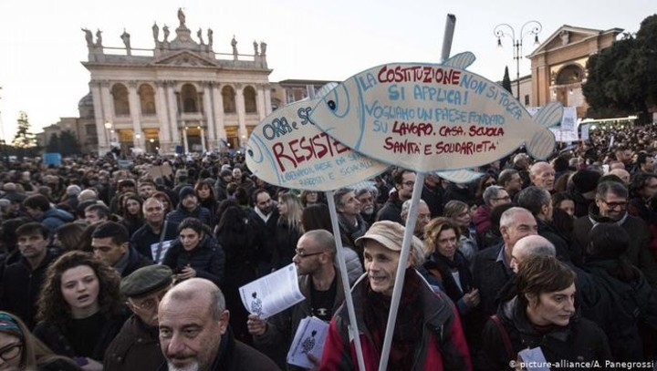 100 ezren tüntettek Salvini ellen Rómában