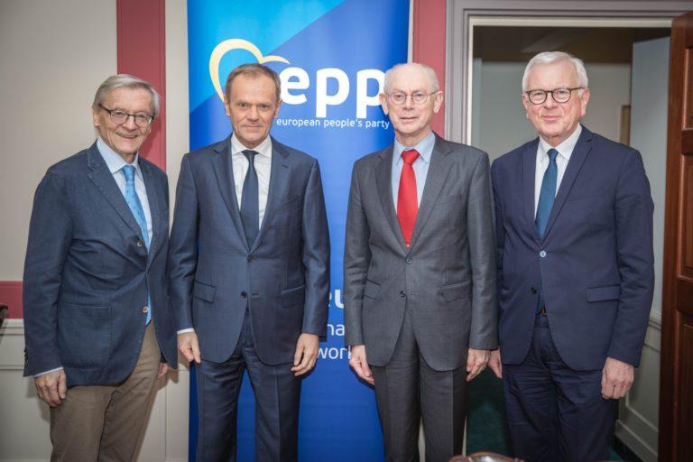 A Néppárt jegeli a Fideszt