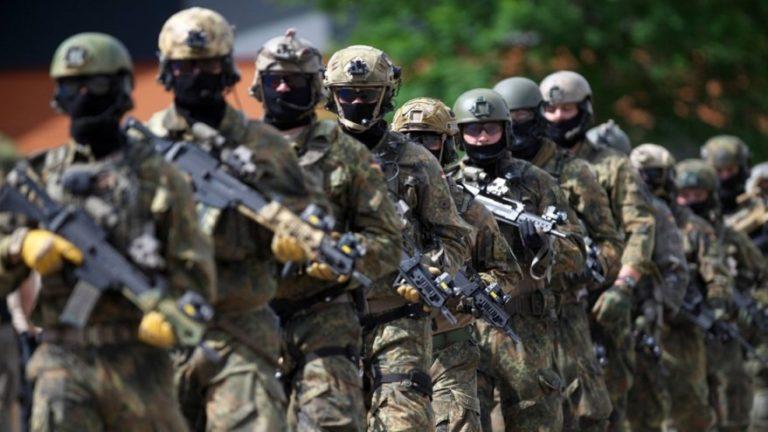 Több száz katonát vizsgálnak szélsőséges kapcsolatok miatt