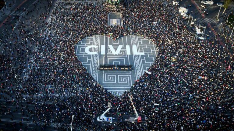 Ki(be-)tiltják a civil szervezeteket?