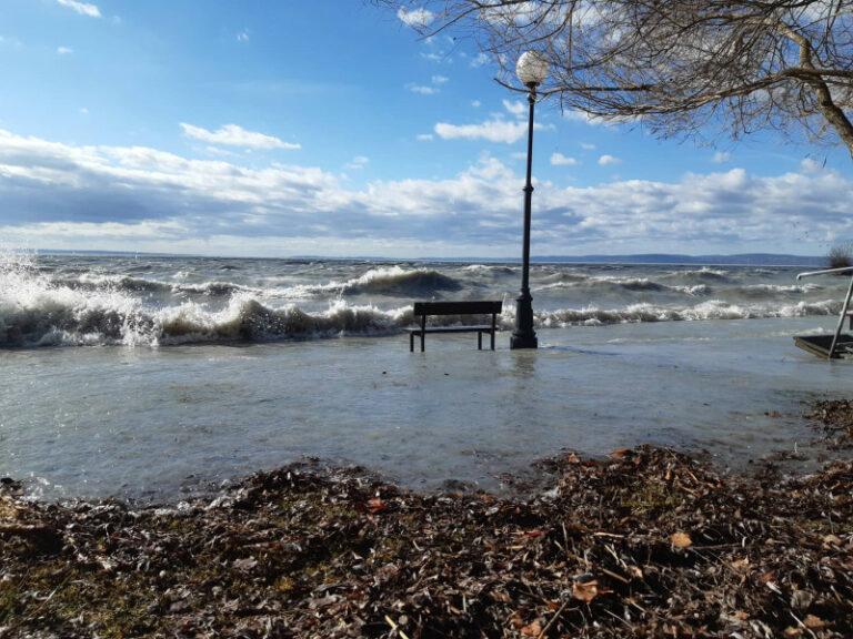 Vihar: 82 centi vízkülönbség a Balatonon