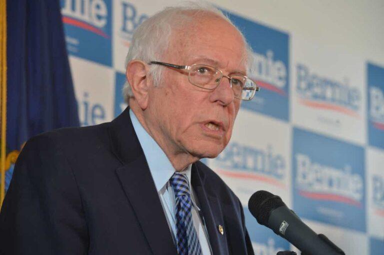 Sanders nem lép vissza