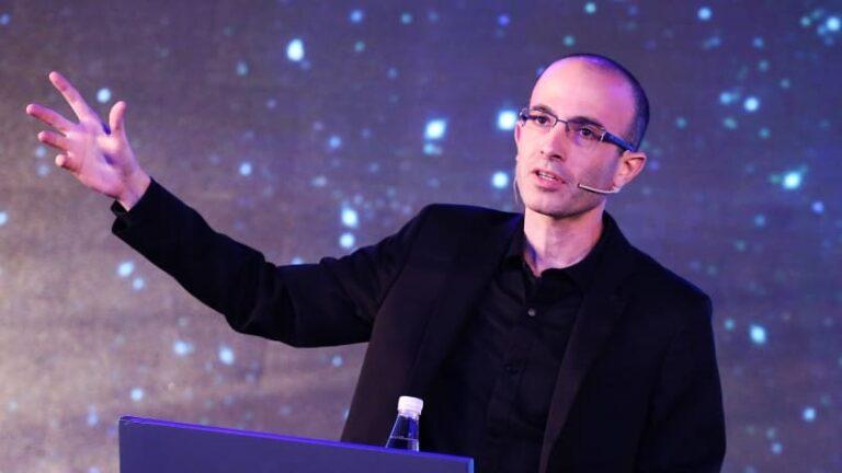 Harari: a nacionalizmus az egyetlen eszme, amely középpontba állítja a halált