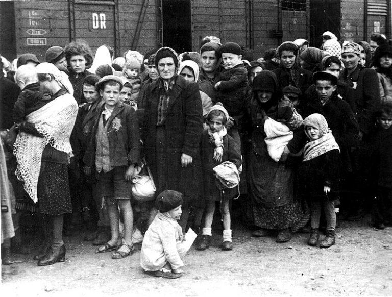Utolsó túlélők látogatása Auschwitzban