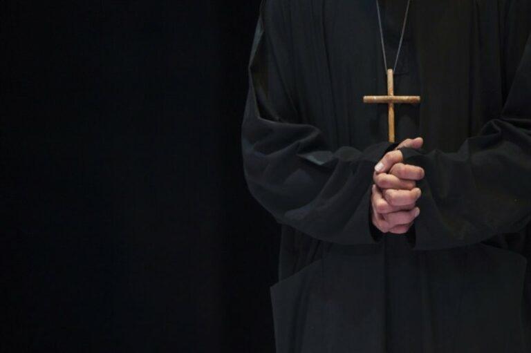 Lengyel papok és a pedofília