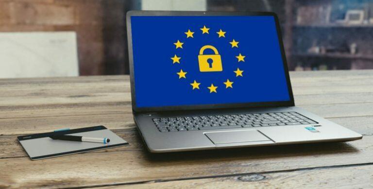 Laptopokat loptak az Európai Parlamentben