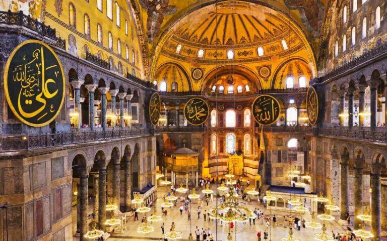 Erdogan a mecsetté alakított Hagia Sophia-ban