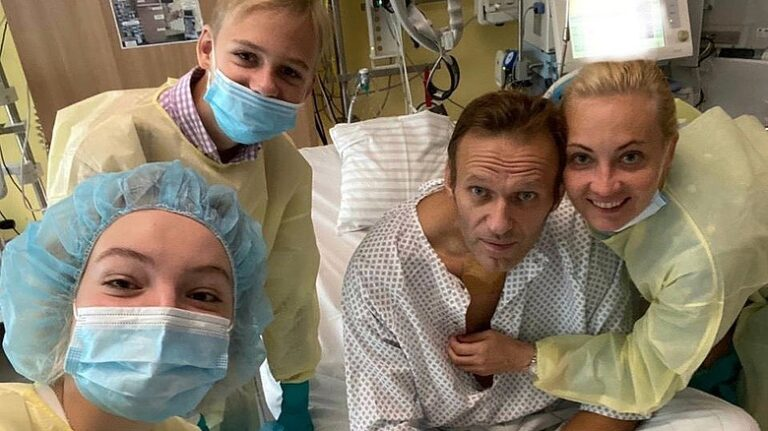Putyin méregkeverője vizsgálja Navalnij ügyét