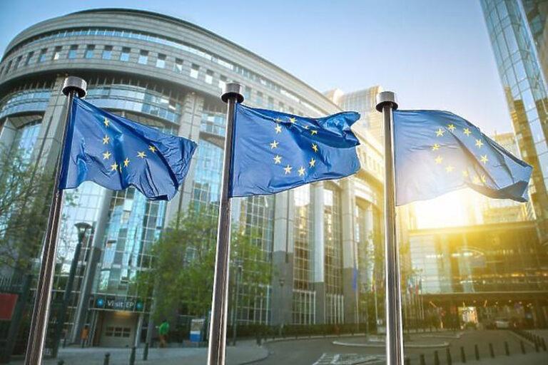 Mai kérdés – Ön egyetért azzal, hogy az EU jogállamisági feltételekhez kösse a különböző pénzek kifizetését?