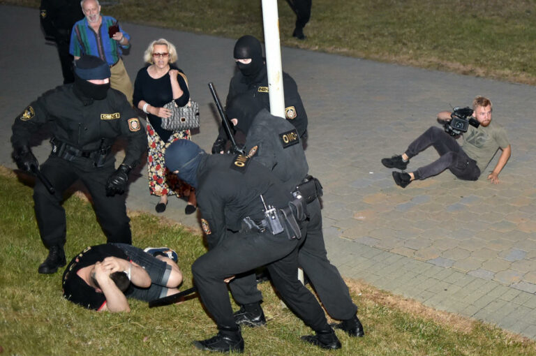 """Meghalt a tüntető, aki """"a börtönben leesett az ágyról"""""""