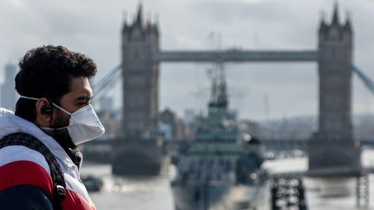 Hétfőtől indulhat a védőoltási kampány Nagy Britanniában