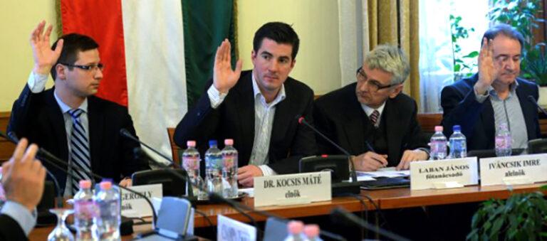 """A Fidesz csak a """"saját"""" parlamentjével áll szóba"""